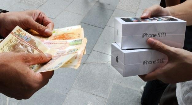Apple długo czekał na to porozumienie /AFP