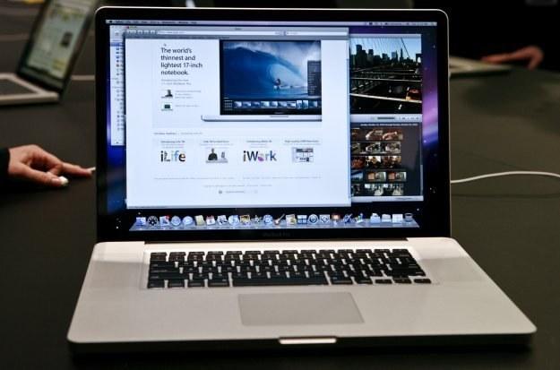Apple ma ponoć zaoferować 400 do 500 tysięcy MacBooków z 11,6-calowymi wyświetlaczami /AFP