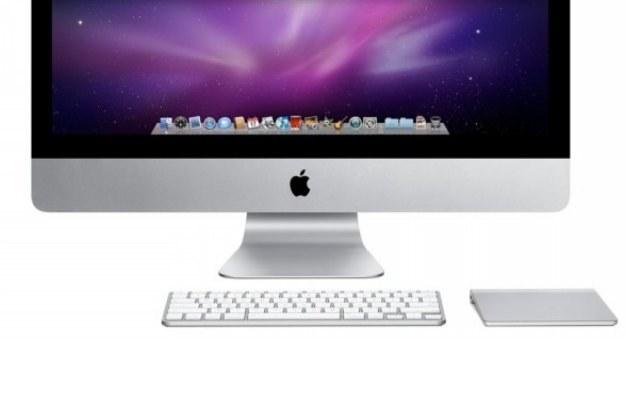 Apple Magic Trackpad  w kompozycji z komputerem iMac oraz klawiaturą. Prezentuje się świetnie /materiały prasowe