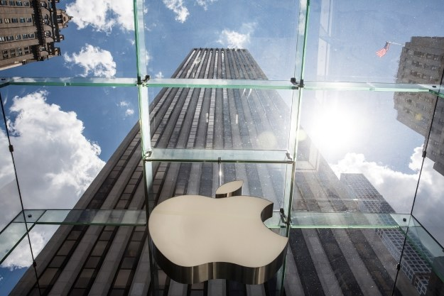 Apple ostro rywalizuje z Google w USA /AFP