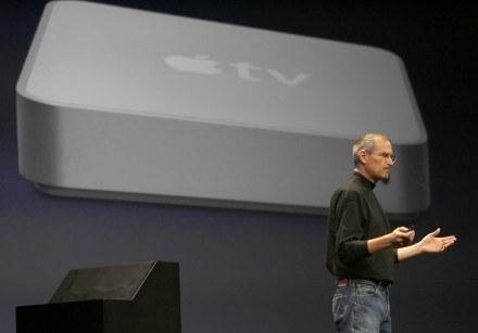 Apple TV nie ma iść tak daleko, jak pomysł Microsoft, ale idea Jobsa jest podobna /AFP