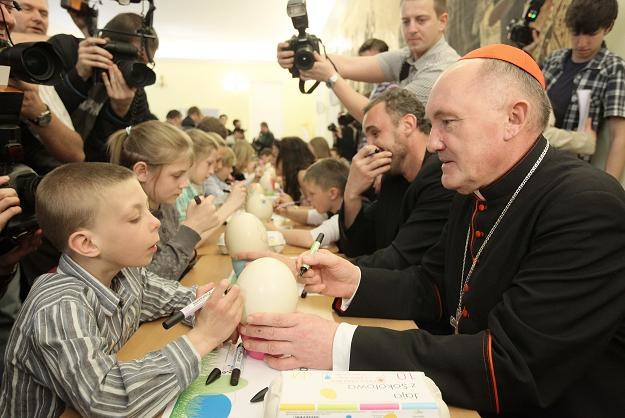 Arcybiskup kardynał Kazimierz Nycz podczas śniadania wielkanocnego / fot.Paweł Supernak /PAP
