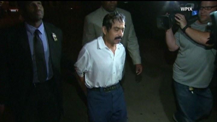 Aresztowany mężczyzna to 52-letni Conrado Juarez (w środku) /CNN/x-news /CNN/x-news