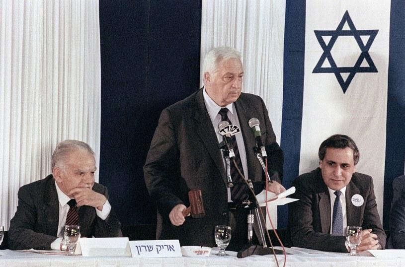 Ariel Szaron (C), zdjęcie z 1990 roku /AFP