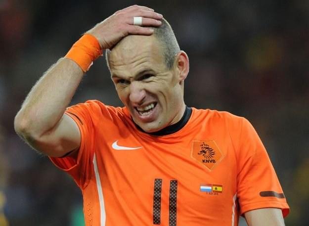 Arjen Robben wrócił z mundialu z kontuzją /AFP