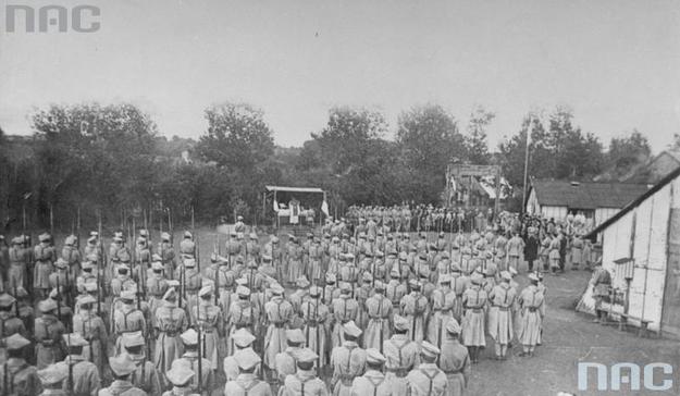 Armia Polska we Francji. Ośrodek wyszkolenia w Sille-le-Guillaume. Msza polowa /Z archiwum Narodowego Archiwum Cyfrowego