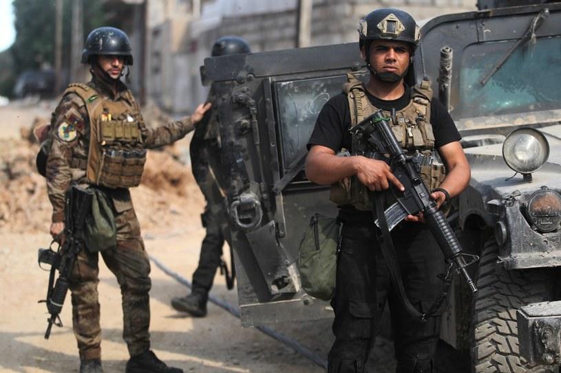 Armię iracką w Mosulu wspiera międzynarodowa koalicja pod wodzą USA. /AHMAD AL-RUBAYE /East News