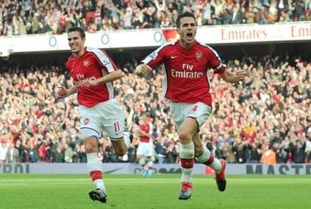 Arsenal gra najładniejszą piłkę w Europie /AFP