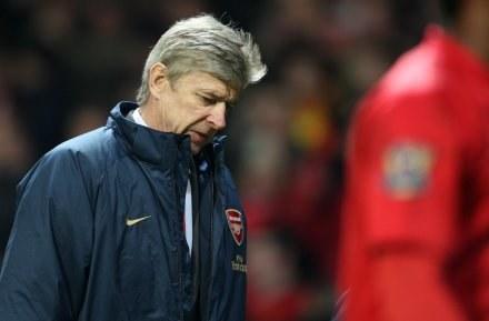 Arsene Wenger jest za surowym karaniem piłkarzy podejrzanych o korupcję /AFP
