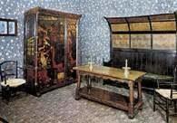Arts and Crafts: meble wg projektu Williama Morrisa i Phlilpa Webba /Encyklopedia Internautica