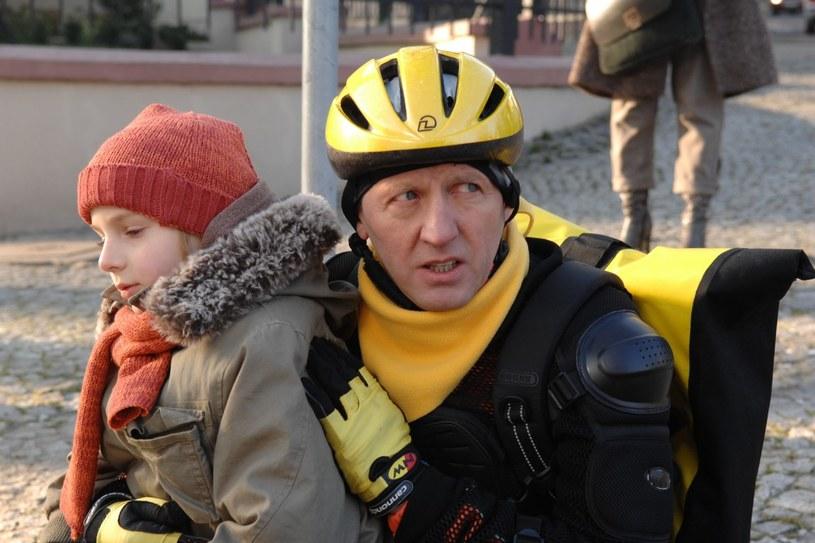 """Artur Barciś jako """"Doręczyciel"""" /TVP"""