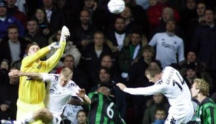 Artur Boruc starał się, ale to nie wystarczyło, aby Celtic wygrał /AFP