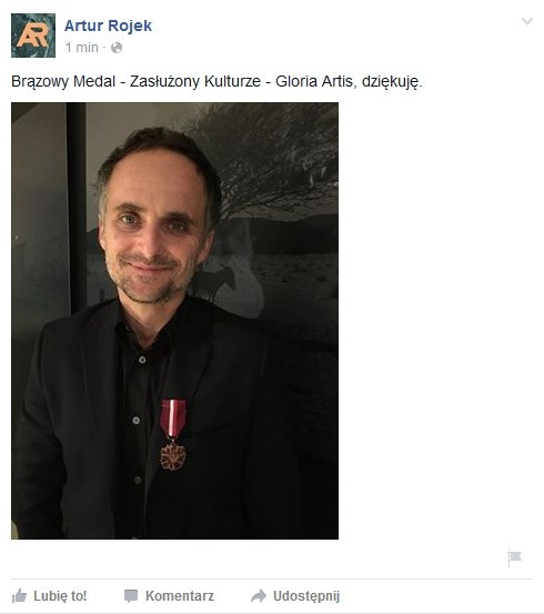 """Artur Rojek odebrał brązowy medal """"Zasłużony Kulturze Gloria Victis"""" /&nbsp /"""