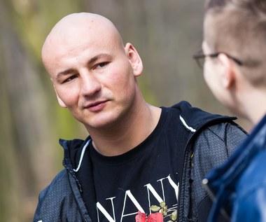 Artur Szpilka rapuje Jeden Osiem L. Hit sieci!