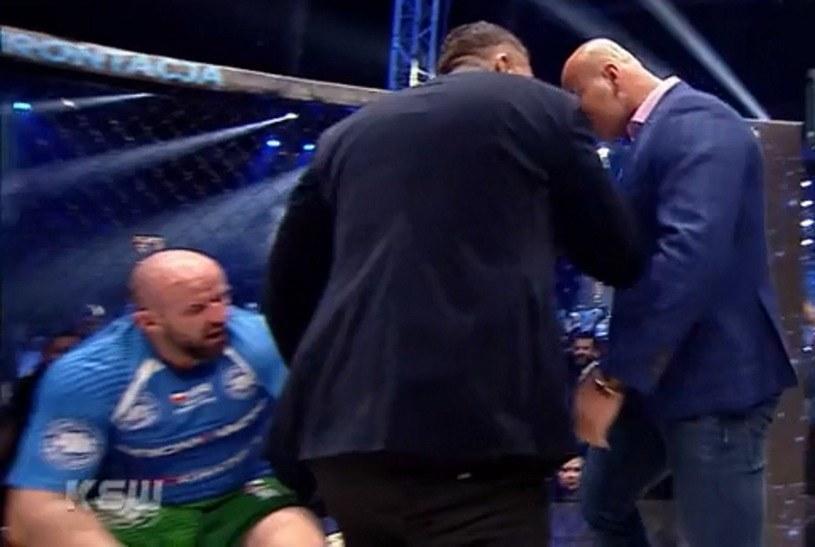 Artur Szpilka (z prawej) ostatnio zasłynął niechlubnym rękoczynem wobec aktora Tomasza Oświecińskiego (z lewej) /