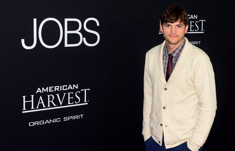 Ashton Kutcher w roli Steve'a Jobsa nie przypadł do gustu amerykańskim widzom /AFP