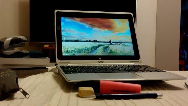 Aspire Switch 10 - tryb notebooka. W sam raz do pracy lub nauki /INTERIA.PL