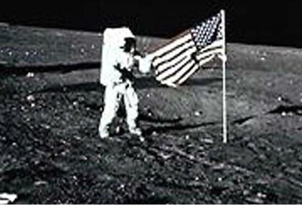 Znalezione obrazy dla zapytania amerykanie na księżycu