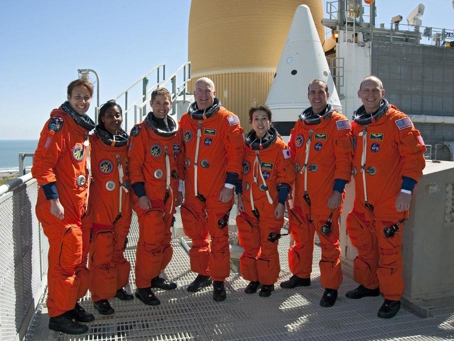 Astronautki i astronauci misji STS-131  /NASA