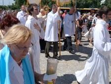 Atak pogaństwa na procesji Bożego Ciała na warszawskim Ursynowie