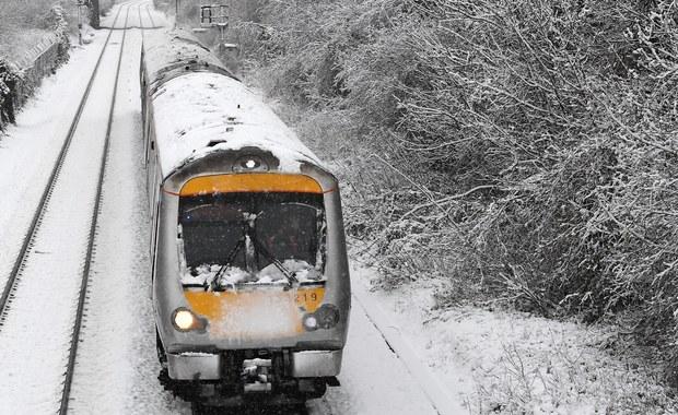 Atak zimy w Wielkiej Brytanii. Drogowcy i kolejarze zaskoczeni