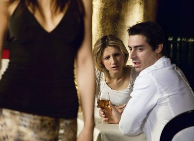 Atrakcyjny partner powinien przypominać facetów z plakatu? /Intimate Medicine