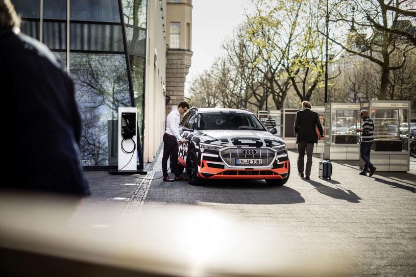 Audi e-tron bezprzewodowo zintegrowane z osieciowanym domem /INTERIA.PL/informacje prasowe