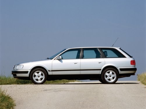 Audi S4 miało 5-cylindrowy silnik turbodoładowany i napęd na 4 koła quattro. /Audi