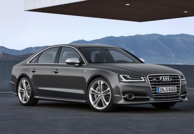 Audi S8 /