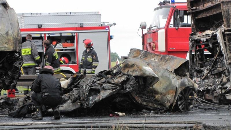 Auto, które było uwięzione między autobusem i ciężarówką, doszczętnie spłonęło /Bartek Paulus /RMF FM