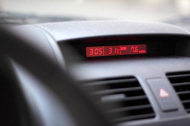 Auto w czasie upałów nagrzewa się błyskawicznie /Lech Muszyński /PAP