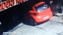 Auto wjechało do restauracji w Indiach. Kierowca wcisnął gaz zamiast hamulca