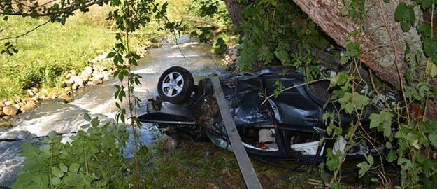 Auto wypadło z drogi i uderzyło w drzewa, fot. KPP w Choszcznie /Policja