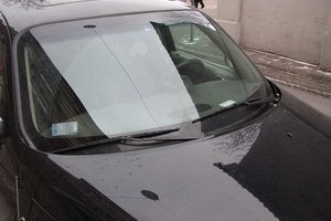 Auto z wizytówką za szybą. Znak dla kontrolerów /RMF