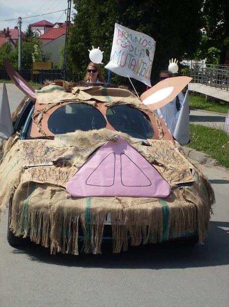 Auto ze świńskim ryjem