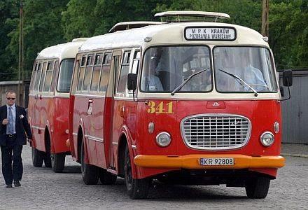 """Autobus """"ogórek"""", fot. WOJCIECH TRACZYK /Agencja SE/East News"""