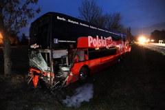 Autobus zderzył się z osobówką. Zginął kierowca