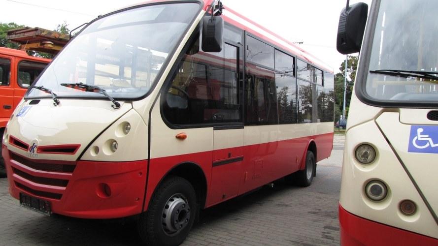 Autobusy mają niewiele ponad 2 metry szerokości i 7 metrów długości /Kuba Kaługa /RMF FM
