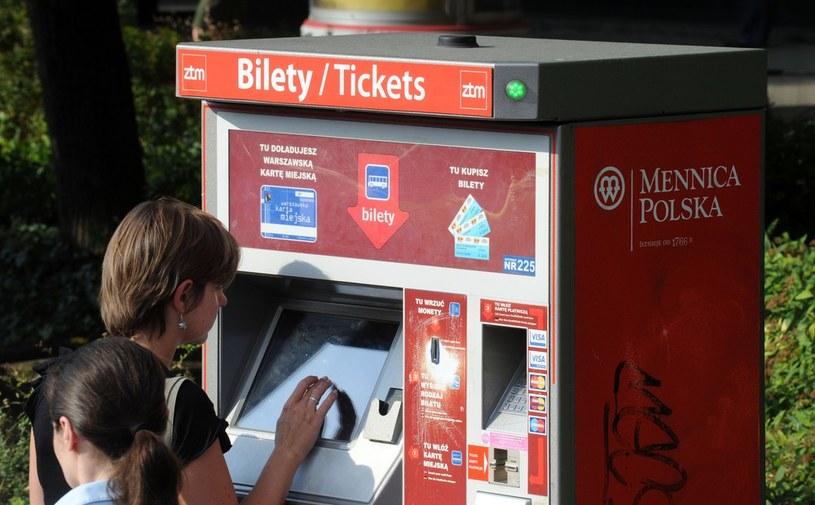 Automat z biletami w Warszawie /Wojtek Laski /East News