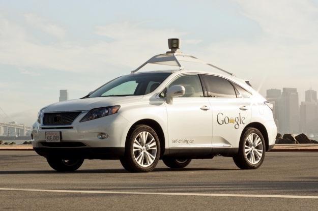 Autonomiczne samochody Google przejechały już pół miliona km /Internet