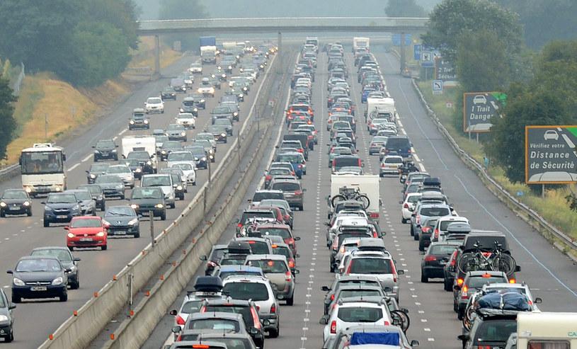 Autonomiczne samochody mogą pomóc zaoszczędzić czas podróży wybierając optymalną trasę na podstawie danych o natężeniu ruchu. /AFP