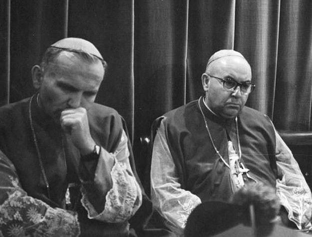 Autorem i inicjatorem listu był przyszły arcybiskup wrocławski Bolesław Kominek (z prawej), a podpisał go m.in. metropolita krakowski ks. arcybiskup Karol Wojtyła /Z archiwum Narodowego Archiwum Cyfrowego