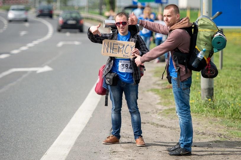 Autostopowicze [zdj. ilustracyjne] /PAP/Maciej Kulczyński  /PAP