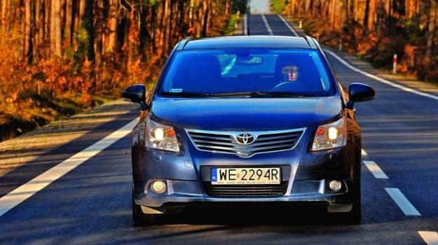 Avensis z silnikiem 2.0 D-4D może przejechać 1000 km bez tankowania. /Motor