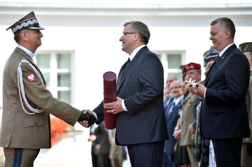 Awansowany na stopień generała brygady podporucznik rezerwy ks. bp Józef Guzdek, fot. Jacek Turczyk /PAP