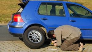 Awaria samochodu w trasie. Jak samemu naprawić auto?