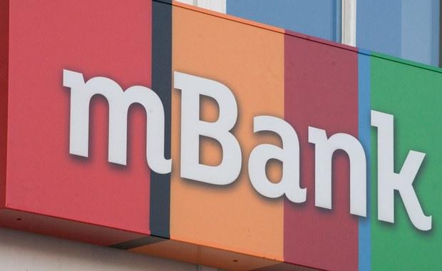 """Awaria w mBanku. Bankomaty """"połykały"""" karty"""