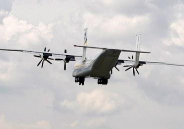 Awaryjne lądowanie samolotu na Okęciu. Maszyna miała uszkodzoną oponę