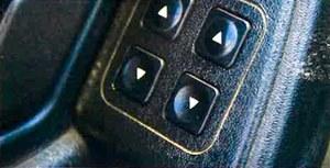 Awaryjne w Tipo okazują się głównie drobiazgi. Często zdarza się, te nie kontaktują przyciski otwierania szyb (fot.) lub wycieraczka tylnej szyby.(kliknij, żeby powiększyć) /Motor