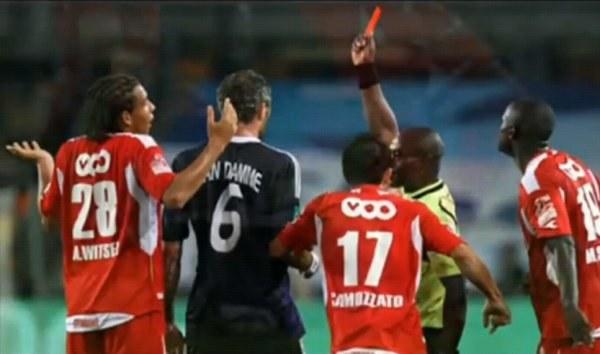 Axel Witsel na razie został ukarany czerwoną kartką. /AFP